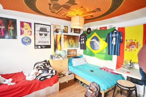 1 bedroom flat share to rent - Kingsland Road, London E8