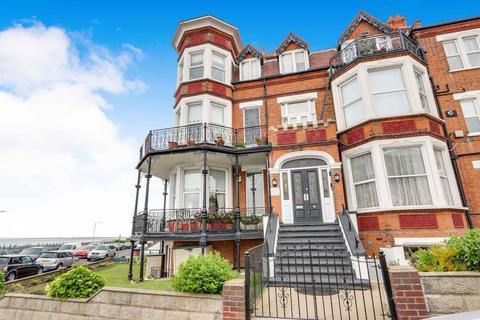 1 bedroom ground floor flat for sale - The Leas, Westcliff-on-Sea