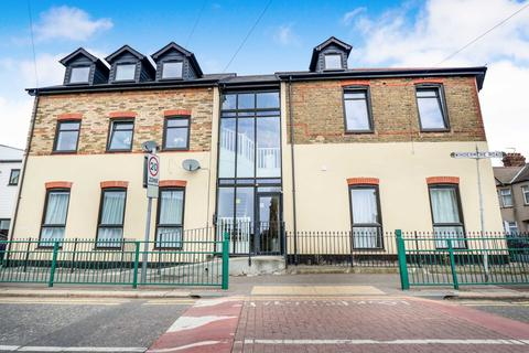 1 bedroom ground floor flat for sale - Walk To The Train Station, Chase Road, Southend-On-Sea