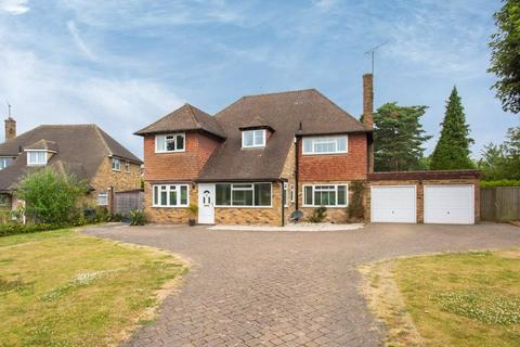 4 bedroom detached house to rent - Foxdell Way, Chalfont St. Peter, Gerrards Cross, Buckinghamshire