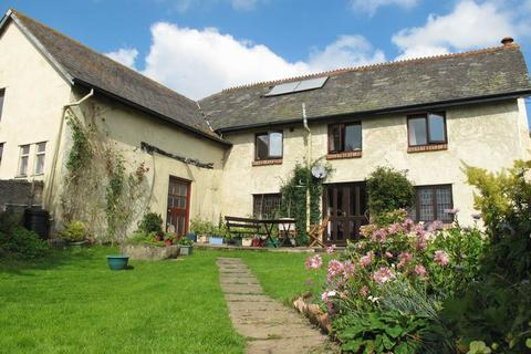 5 bedroom detached house for sale - Farmhouse with Outbuildings, Whitestone