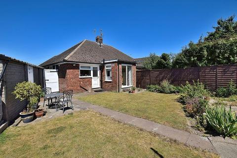 2 bedroom semi-detached bungalow for sale - STUNNING BUNGALOW! HUGE garden, TWO bedrooms, GARAGE!
