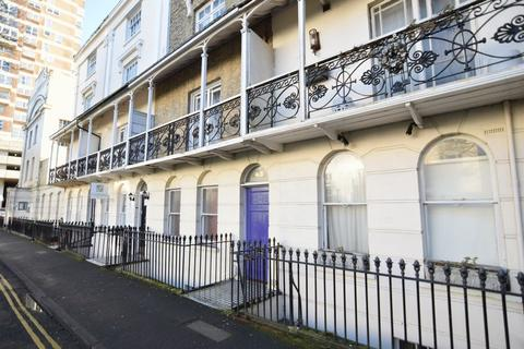 Studio to rent - RUSSELL SQUARE -P266