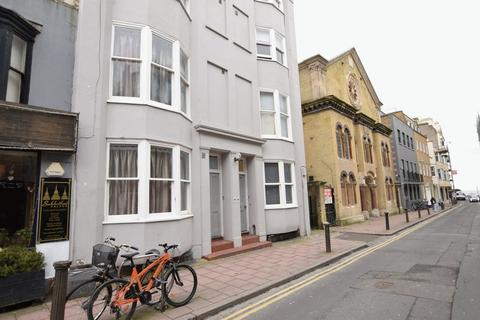 Studio to rent - LARGE CENTRAL BRIGHTON STUDIO - Available September - P332