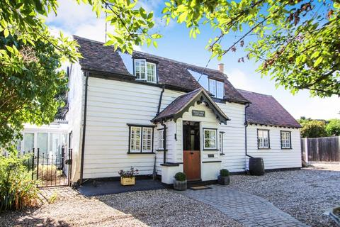 3 bedroom cottage for sale - Main Road, Hawkwell