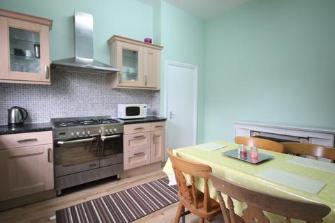 4 bedroom flat to rent - Montpelier Grove, Kentish Town, NW5