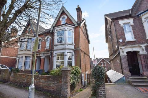 2 bedroom maisonette to rent - Priory Avenue,  High Wycombe,  HP13