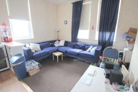 3 Bedroom Apartment To Rent   Glebe Avenue, Kirkstall, Leeds, LS5