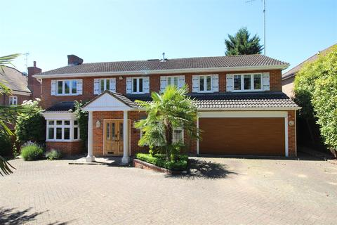4 Bedroom Detached House To Rent   Prowse Avenue Bushey Heath WD23
