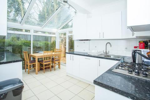 3 bedroom flat to rent - Dunraven Road, Shepherds Bush, London, W12 7QY