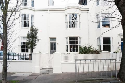 3 bedroom terraced house to rent - Upper North Street, Brighton, East Sussex, BN1
