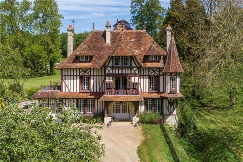 8 bedroom detached house  - Stud In Deauville, Normandy