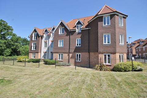 2 bedroom flat for sale - Orchard Close, Burgess Hill, West Sussex