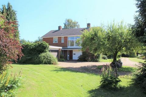 4 bedroom detached house for sale - Rural Marden with Land