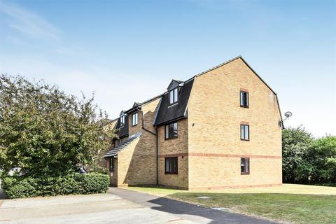 1 bedroom ground floor flat for sale - Bishops Court, Blandford Close, Romford, RM7 8BW