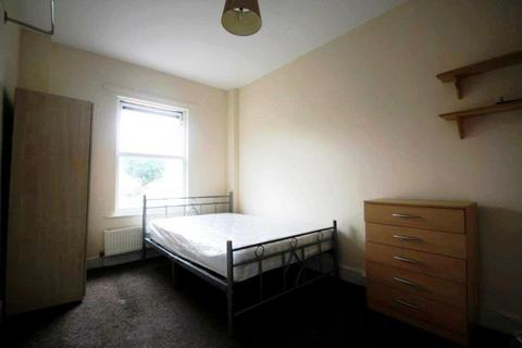 Terraced house to rent - Hertford Road, Edmonton, London, N9