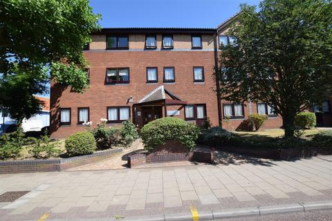 1 bedroom flat for sale - Ashton Court, High Road, Chadwell Heath, Romford