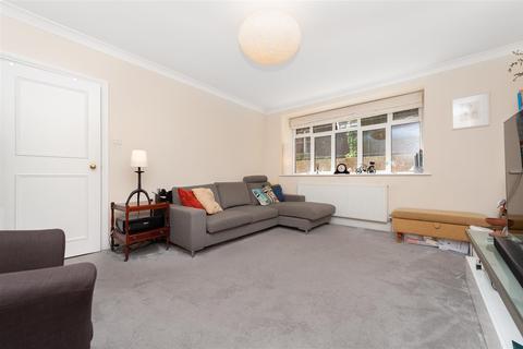 2 bedroom flat - Alexandra Court