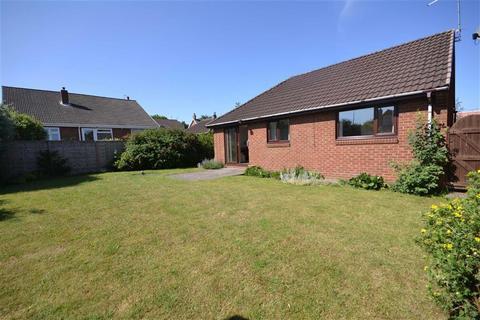 2 bedroom semi-detached bungalow for sale - Lidgett Court, Garforth, Leeds, LS25
