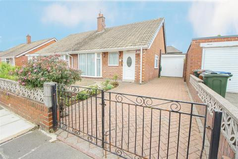2 bedroom semi-detached bungalow for sale - Thropton Crescent, Newcastle Upon Tyne