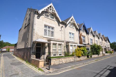 4 bedroom end of terrace house for sale - Feversham Crescent, York, YO31 8HQ
