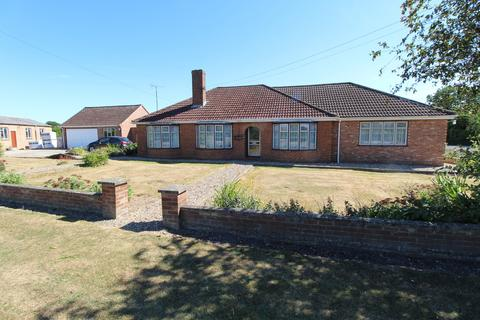 4 bedroom detached bungalow to rent - The Green, West Row, Bury St. Edmunds