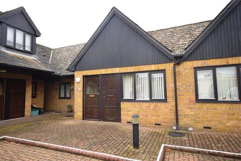 1 bedroom bungalow for sale - Mildmay Road, Chelmsford, CM2