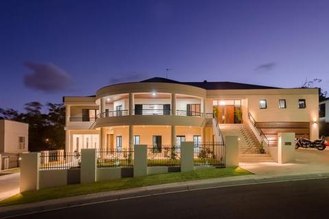5 bedroom house  - 8 Mallard Court, SOUTH GLADSTONE, QLD 4680