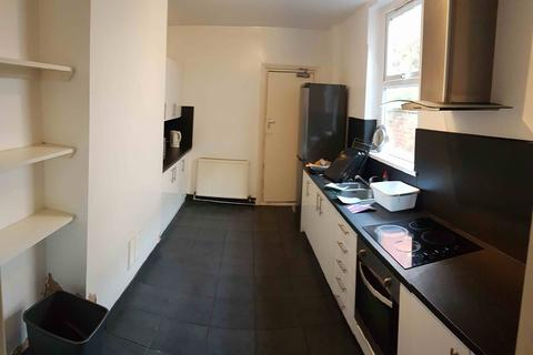 5 bedroom house to rent - Clough Road, Hull,