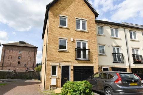 4 bedroom townhouse to rent - Fishergate