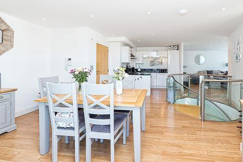 2 bedroom apartment to rent - The Helm, London, E16