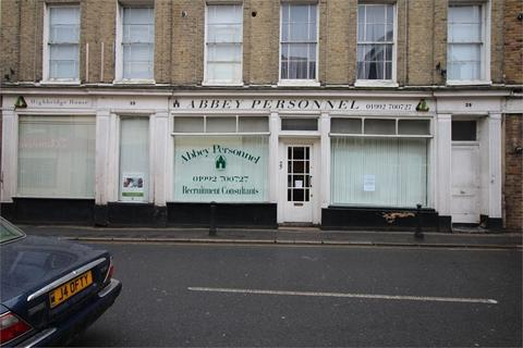 Property to rent - Highbridge Street, Waltham Abbey, Essex