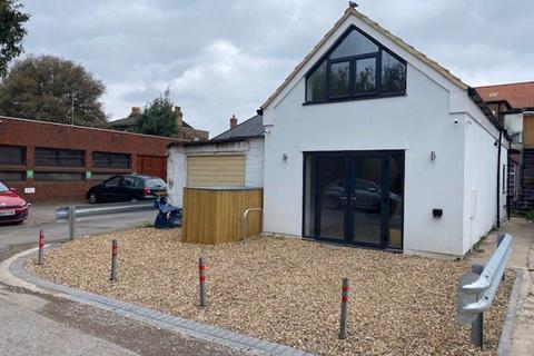 1 bedroom detached house for sale - West Molesey