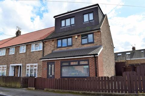 5 bedroom end of terrace house for sale - Valentine Close, Hull