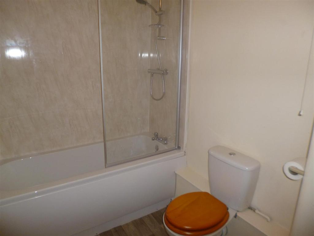15 Pocketts Wharf Bathroom Aug 2018 3.JPG