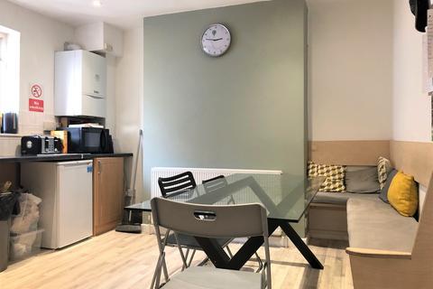 6 bedroom maisonette to rent - London Road