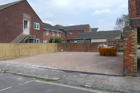 Parking to rent - Holt Road, The Polygon