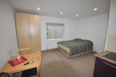 Ground floor flat to rent - Sunny Place, Hendon