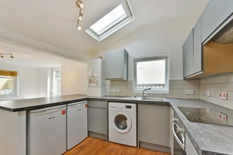 4 bedroom terraced house to rent - Kenlor Road, Tooting Broadway, London