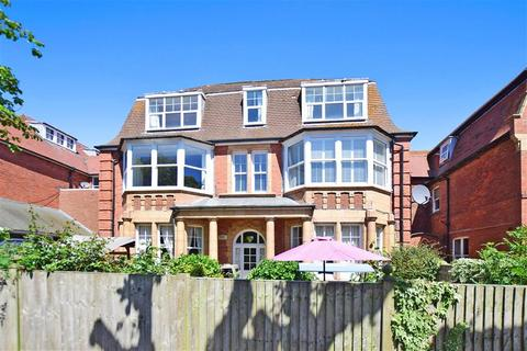 2 bed flats for sale in folkestone latest apartments onthemarket 2 bedroom flat for sale grimston gardens folkestone kent solutioingenieria Images