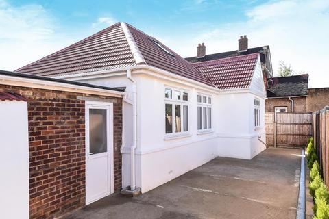 2 bedroom detached bungalow for sale - Stanmore, Middlesex, HA7