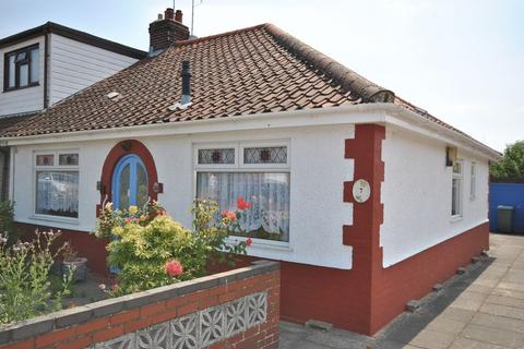2 bedroom bungalow for sale - Dennis Road, Norwich