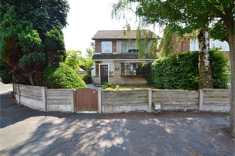 3 bedroom detached house for sale - Avondale Avenue, Hazel Grove, Stockport SK7 4PZ