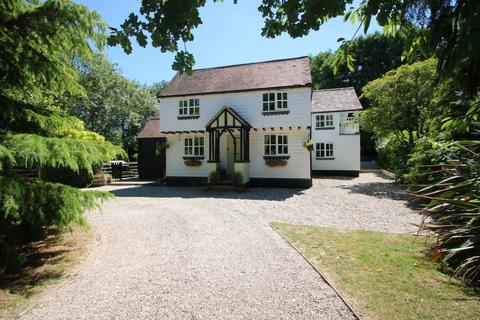 4 bedroom cottage for sale - Holyoak Lane, Hawkwell