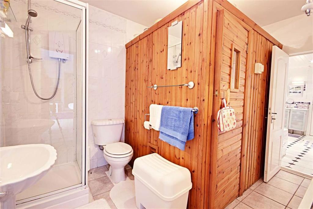 Sauna and Additional Bathroom