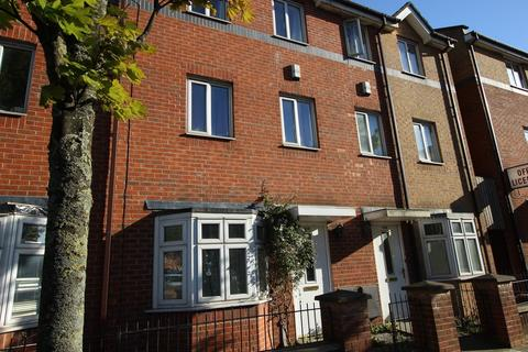 4 bedroom terraced house to rent - Stretford Road,manchester, M15