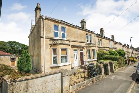 4 bedroom end of terrace house for sale - Lyndhurst Road, Bath BA2