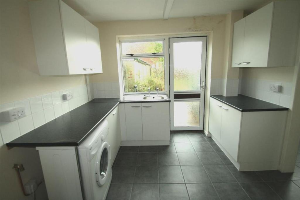 3 Bedrooms End Of Terrace House for sale in Porthmawr Road, Cwmbran