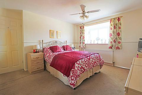 3 bedroom semi-detached house for sale - Little Matlock Gardens, Stannington