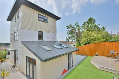 4 bedroom detached house for sale - Churchfield Crescent, Poole, BH15 2QS